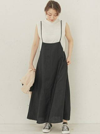 白ノースリーブT×黒スカート