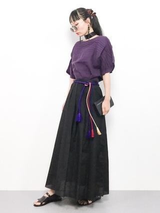 フレアブラウス×黒スカート
