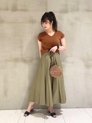 ブラウンT×カーキスカート