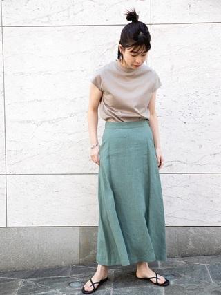 ベージュT×グリーンスカート