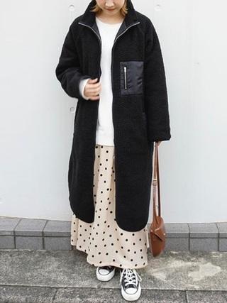 黒フリース×白ドットスカートコーデ