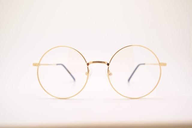 シンプルで可愛い丸メガネ