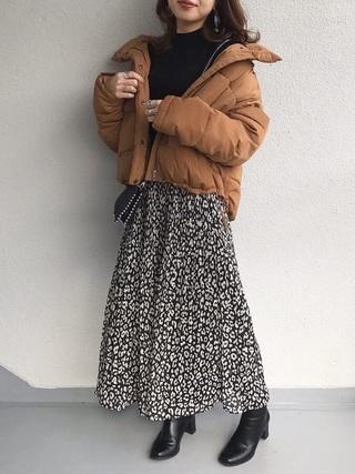 柄スカート×黒ニット