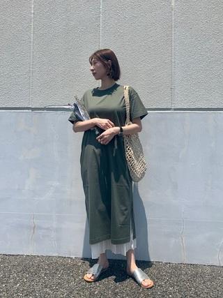 スカート×グリーンワンピース