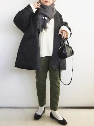 キルティングジャケット×カーキパンツコーデ
