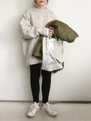 ゆったりセーター×黒スキニーパンツコーデ