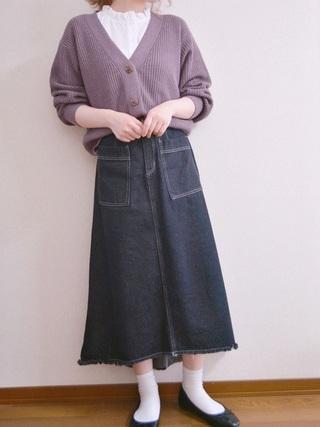 紫カーディガン×デニムスカートコーデ