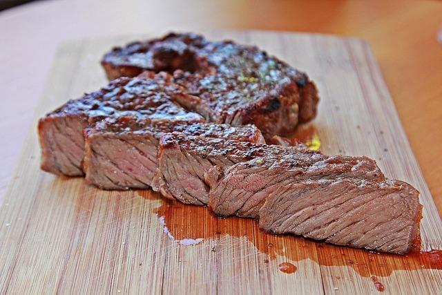 切ったステーキ肉