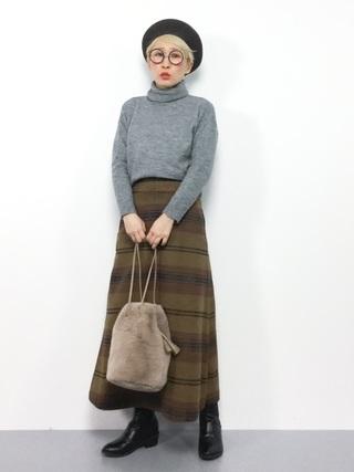 黒ベレー帽とAラインスカートのコーデ