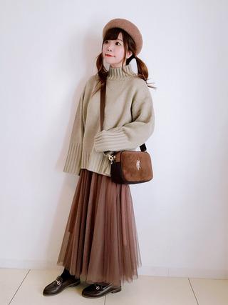 ベージュベレー帽とシフォンスカートのコーデ