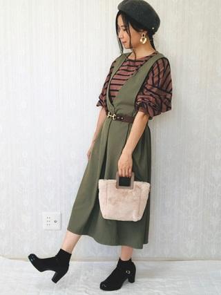 グレーベレー帽とジャンパースカートのコーデ