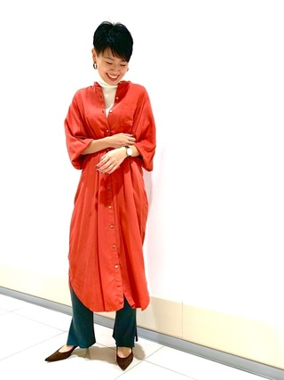オレンジシャツワンピース×グレーレギンスコーデ