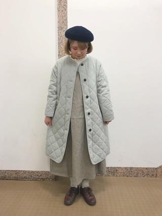 ネイビーベレー帽とキルトコートのコーデ