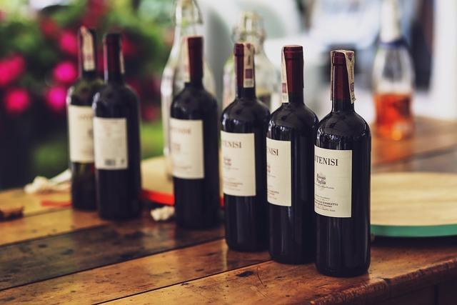 並べられらワイン