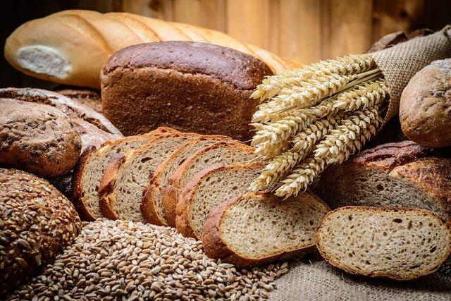 小麦の束とパン