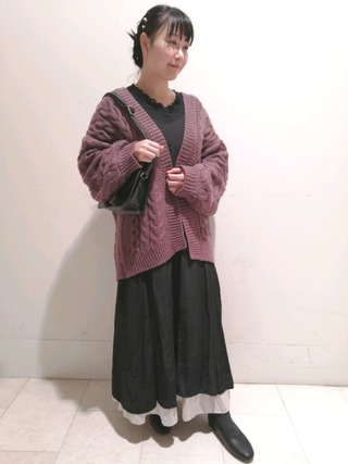 ケーブル編みカーデコーデ