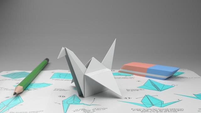 折り紙の本をみて作った鶴