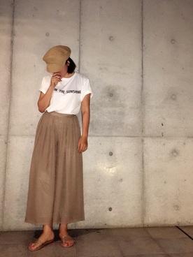 白Tシャツ×スカンツ×サンダル