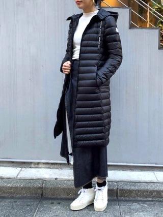 黒ダウン×タイトスカートコーデ