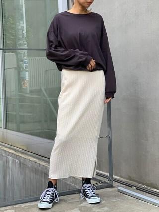 タイトスカートを履いた女性