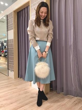 ニット×カラースカート