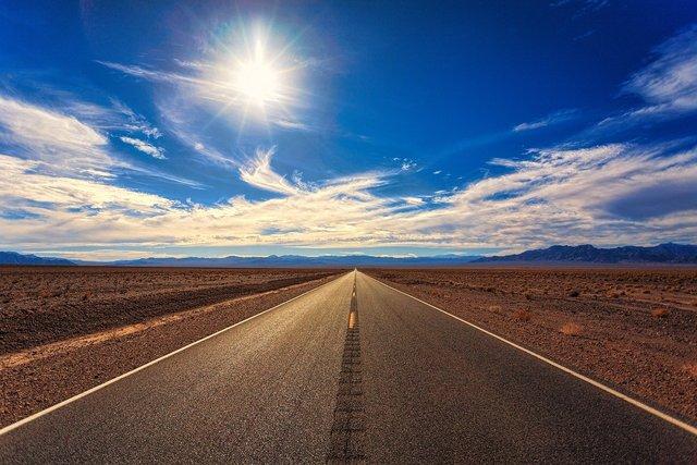 太陽と道路