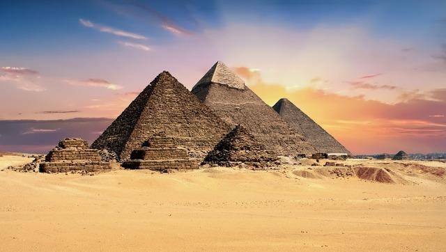 複数のピラミッド