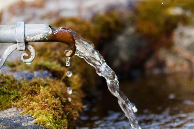 押し出される水