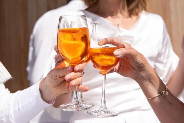 グラスで乾杯
