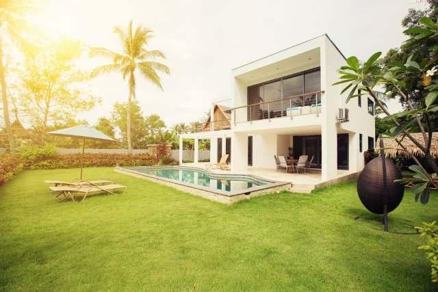 広い庭のある家