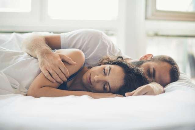 腕枕のカップル