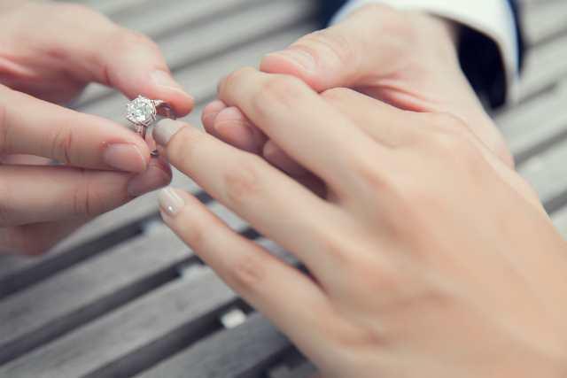 指輪をもらう