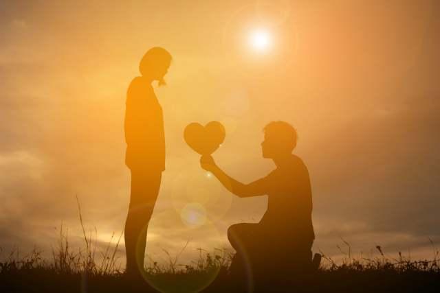 太陽とカップル