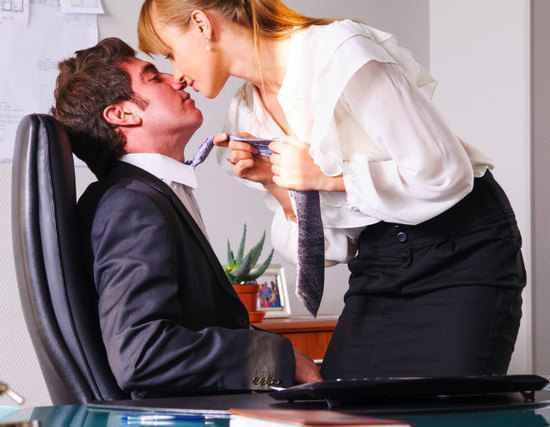 男性を誘惑する女性