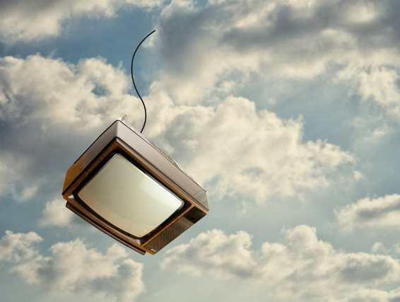 テレビ飛んでく