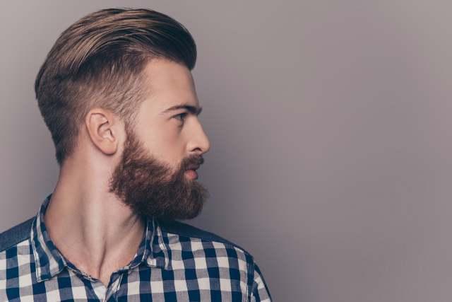髭をたくわえた男性