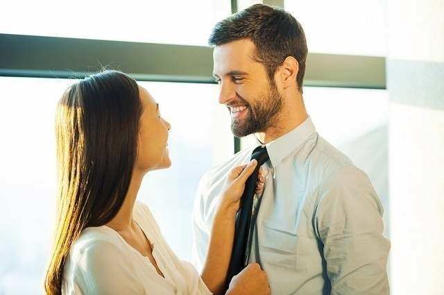 夫を立てる妻