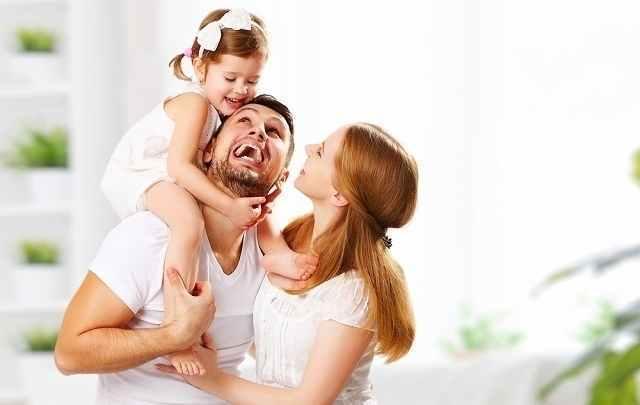 女の子と家族