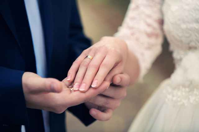 結婚するカップル1