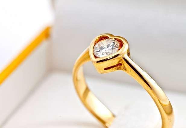 ゴールドの婚約指輪