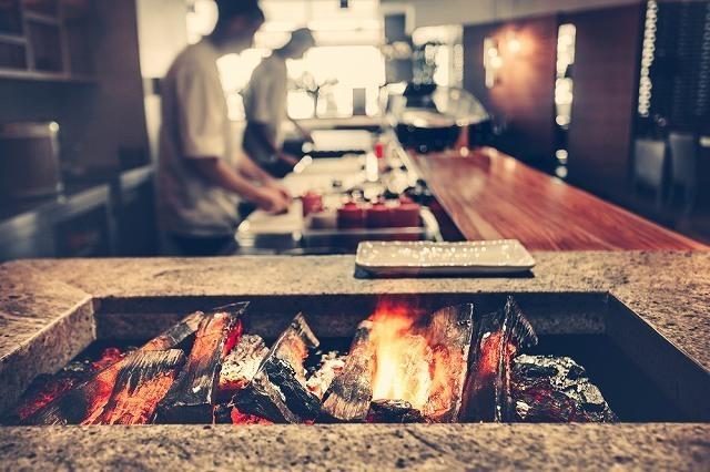 キッチンの炭火