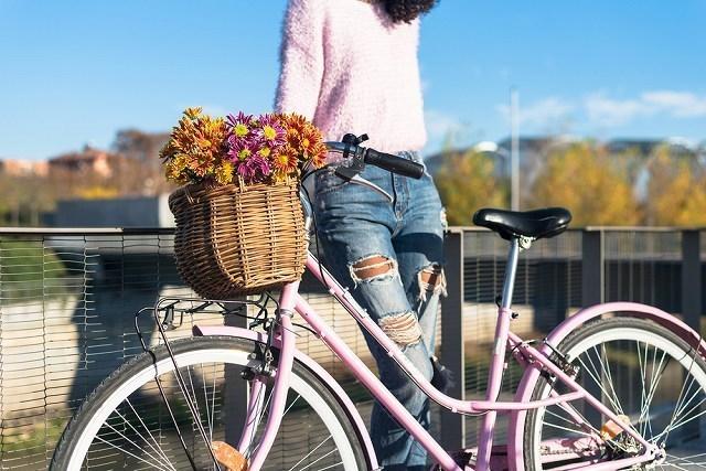 荷物乗っている自転車