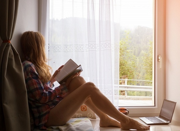 自分の時間を楽しむ女性イメージ