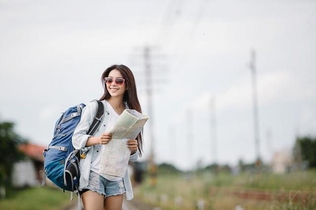 旅をする女性