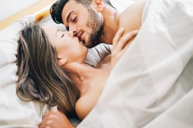 男性と女性ではキスの意味が違う!?