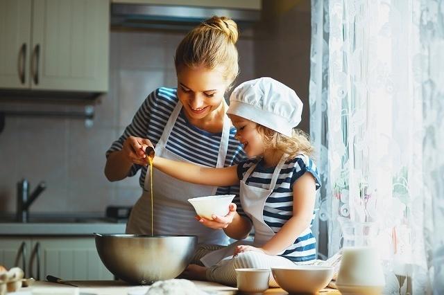 親子で料理をする