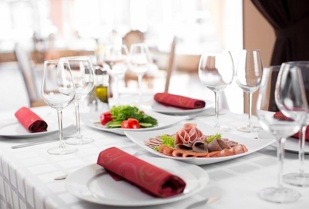 披露宴のテーブル風景
