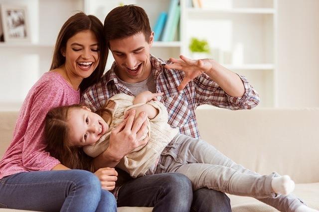 親子で遊ぶ家族