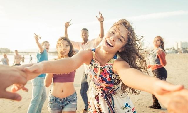 友達と楽しむ女性