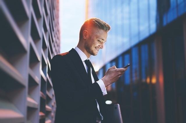 仕事で携帯を使う人